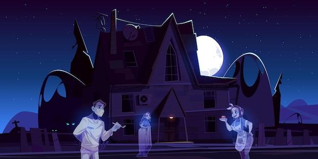 Casa antigua de miedo con fantasmas y cementerio por la noche.