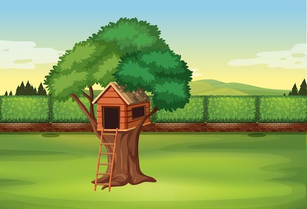 Casa del árbol en la escena del parque