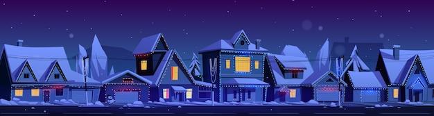Casas residenciales de noche. paisaje de invierno de dibujos animados de vector con calle en distrito suburbano, cabañas con nieve en los techos y guirnaldas de vacaciones