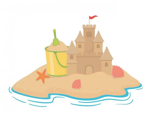 Castillo de arena en la playa.