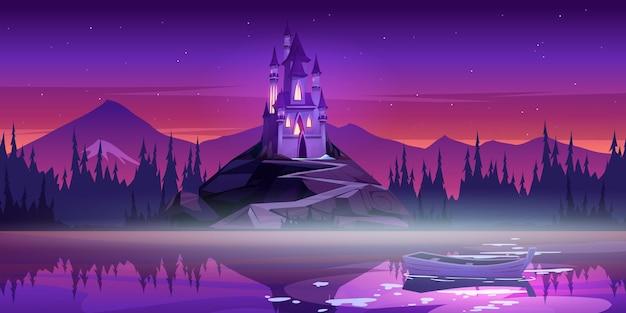 Castillo mágico en la cima de la montaña cerca del muelle del río con barco en la superficie del agua al atardecer al atardecer