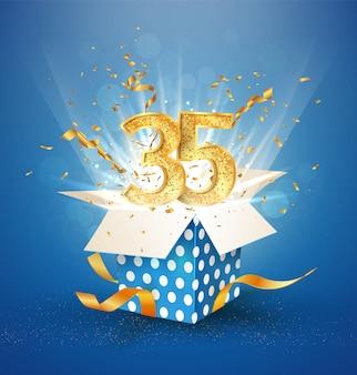 Celebración de aniversario. caja de regalo abierta con oro número treinta y cinco.
