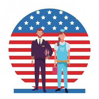 Celebración nacional de la ocupación laboral del día del trabajo, piloto con trabajadoras constructoras frente a la ilustración de la bandera de estados unidos