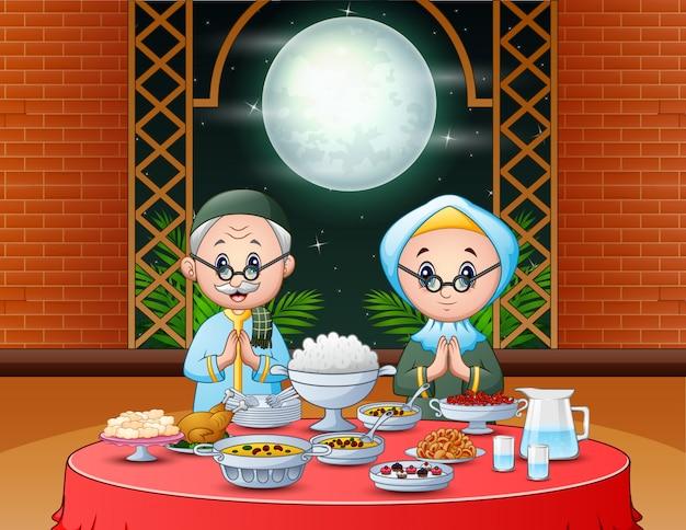 Celebración del ramadán con pareja islámica disfrutando de la fiesta de iftar