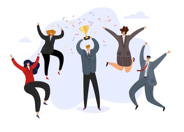 Celebrando equipo. hombre de negocios que sostiene la taza premiada del trofeo y el equipo alegre de salto feliz. logro empresarial