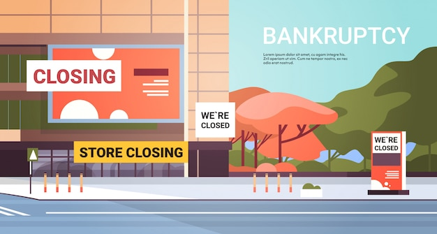 Centro comercial vacío con signo de cierre de la tienda coronavirus pandemia cuarentena concepto