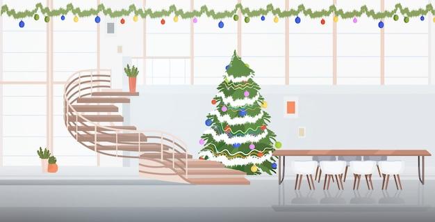 Centro de coworking decorado para la celebración de las fiestas navideñas