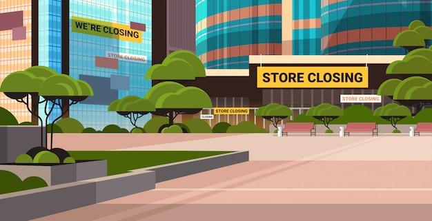 Centro de negocios vacío con signo de cierre de la tienda coronavirus pandemia cuarentena concepto