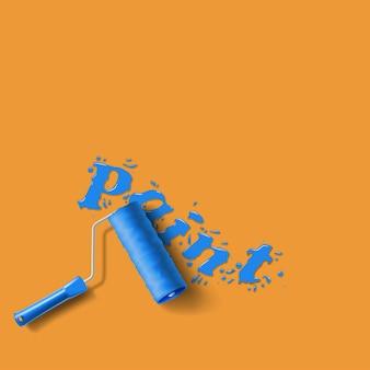 Cepillo de rodillo con salpicaduras de pintura azul en la pared naranja