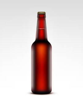 Cerrado vidrio en blanco transparente marrón botella de cerveza de color rojo oscuro para la marca de cerca sobre fondo blanco.