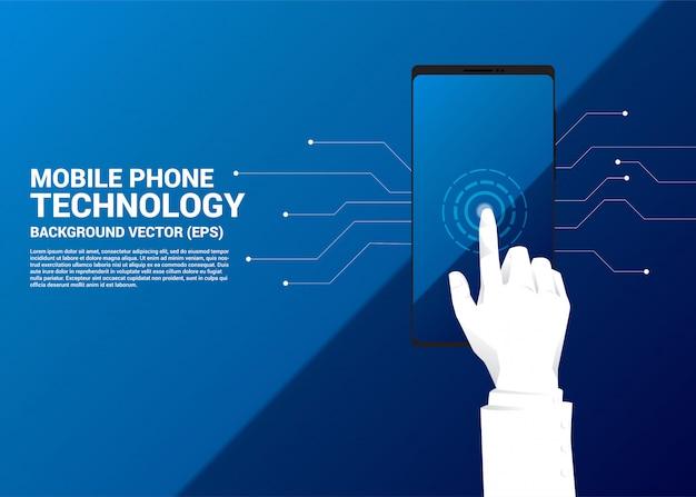 Cerrar el dedo del empresario mano toque en la pantalla del teléfono móvil