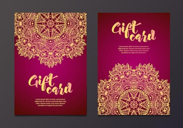 Certificados de regalo de oro rico en el estilo indio.