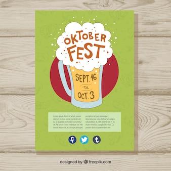 Cerveza con espuma dibujada a mano sobre póster del oktoberfest