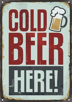 Cerveza fría aquí, cartel de chapa retro para pub o cafetería