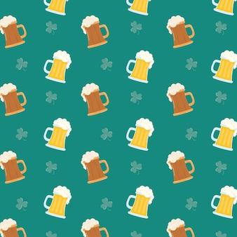 Cervezas y tréboles hojas ilustración de fondo de patrón