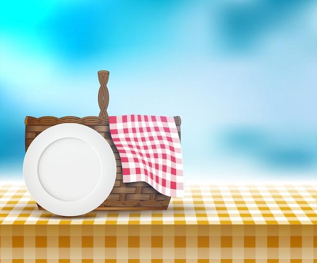 Cesta de picnic en mesa y paisaje de primavera.