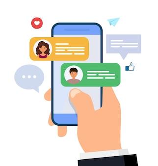 Chat y mensajería. hombre y mujer charlando en el teléfono inteligente. mano que sostiene el teléfono móvil con mensajes de texto.