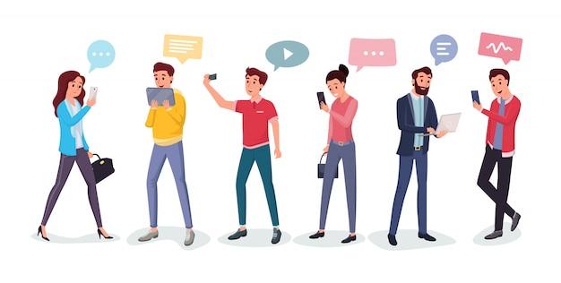 Chateando personas utilizando diferentes gadgets.