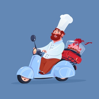 Chef cocinero montando scooter eléctrico entrega de pastel en motocicleta vintage aislada sobre fondo azul