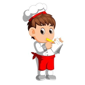 Chef escribiendo una nueva receta para portátil