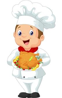 Chef sosteniendo pollo asado