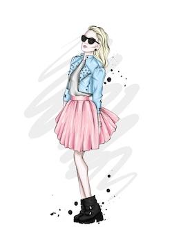 Una chica alta y hermosa con piernas largas con una elegante falda, gafas, blusa y zapatos de tacón alto. mirada de moda. Vector Premium