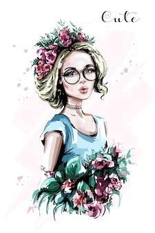 Chica de cabello bastante rubio con retrato de flores