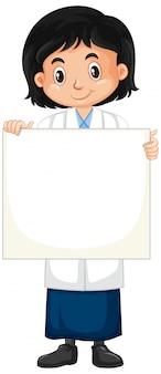 Chica con cartel en blanco sobre blanco