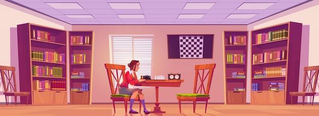 Chica en el club de ajedrez jugando al juego de mesa, la mujer juega sola con ella misma se prepara