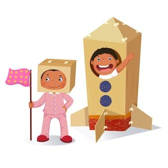 Chica creativa jugando como astronauta y niño en cohete hecho de caja de cartón