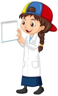 Chica con cuaderno en blanco sobre blanco