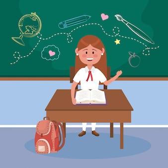 Chica estudiante en el escritorio con libro y mochila