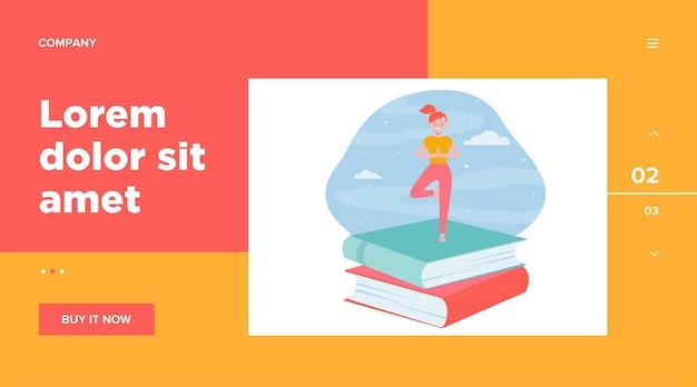 Chica estudiante feliz haciendo yoga. pila de libros, cielo nocturno, plantilla web pose de árbol