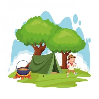 Chica exploradora de dibujos animados en un campamento con carpa y fogata con olla