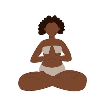 Chica fitness hace entrenamiento de yoga, sentada en postura de loto, pose lograda, asana para meditación, ejercicio de respiración