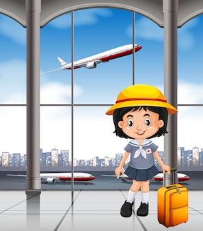 Chica japonesa en la terminal del aeropuerto.