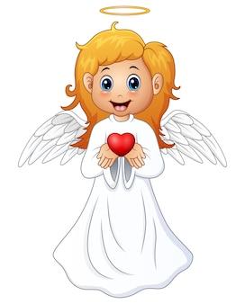 Chica rubia pelo rubio presenta un corazón rojo