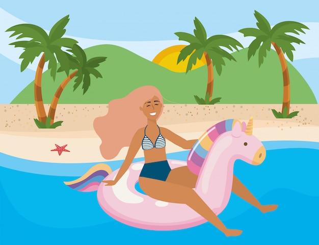 Chica con traje de baño de verano