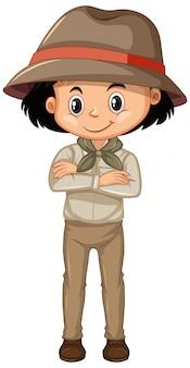 Chica en traje de safari de pie en blanco