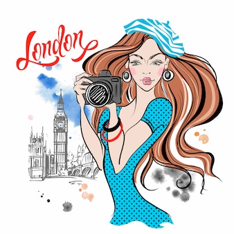 Chica turista con una cámara en londres