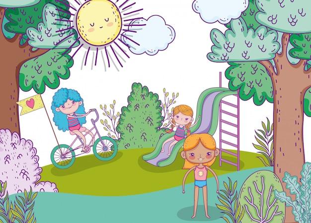 Chicas de belleza juegan con tobogán y andan en bicicleta.