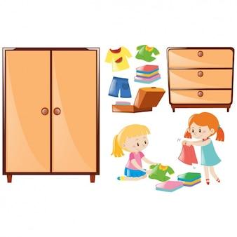 Chicas ordenando la ropa