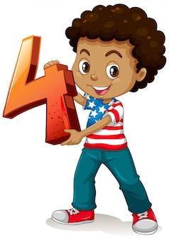 Chico americano sosteniendo matemáticas número cuatro