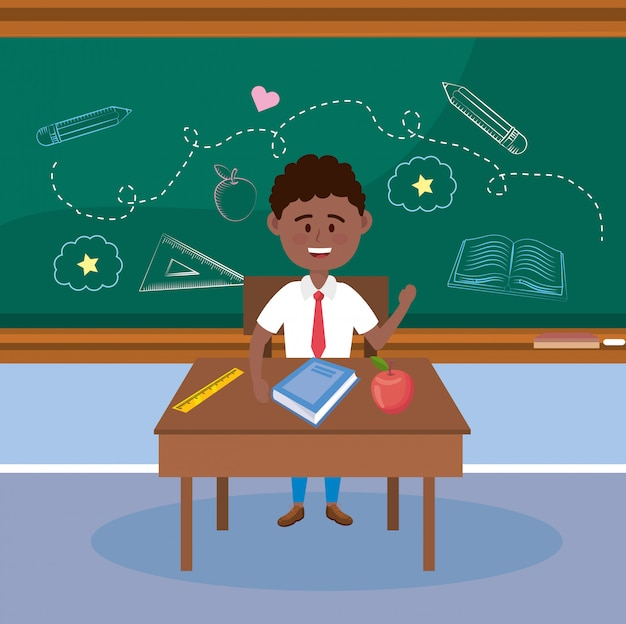 Chico estudiante en el escritorio con fruta de manzana y libro