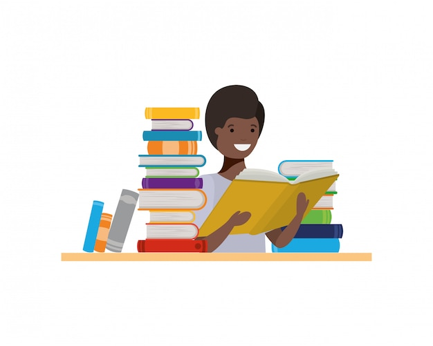 Chico estudiante con libro de lectura en las manos