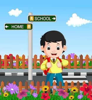 Chico guapo en su camino a la escuela