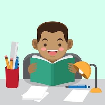 Chico lindo leyendo un libro
