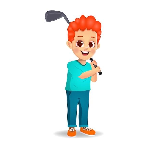 Chico lindo niño jugando al golf