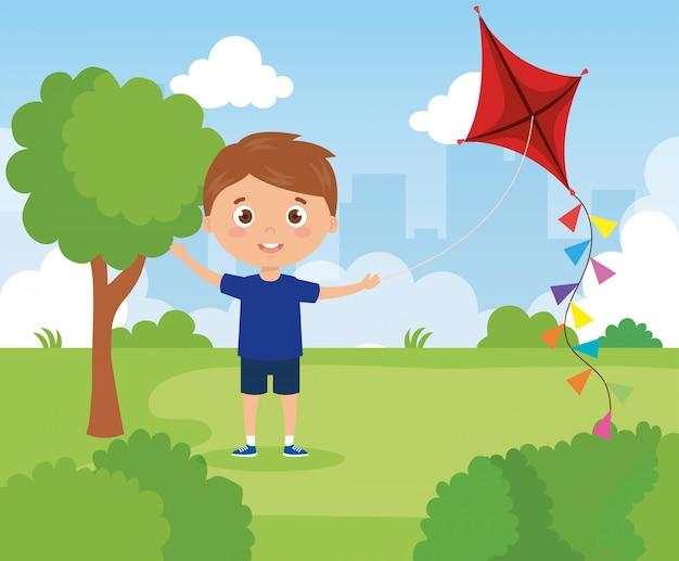 Chico lindo en el parque con cometa