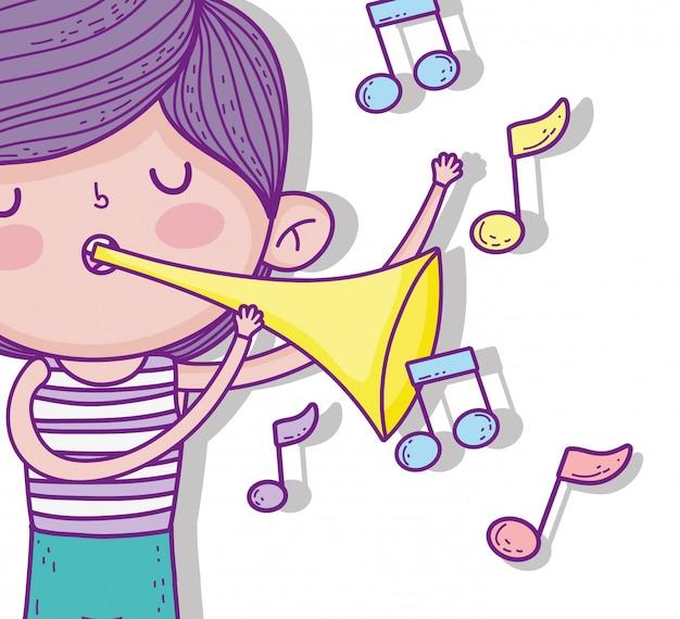 Chico lindo con trompeta de juego de peinado